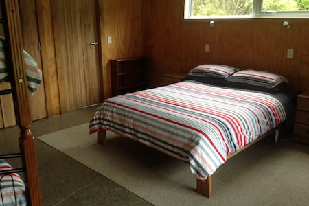 Separate accom - 2 rooms with own bathroom - Upper Hutt - Appartement