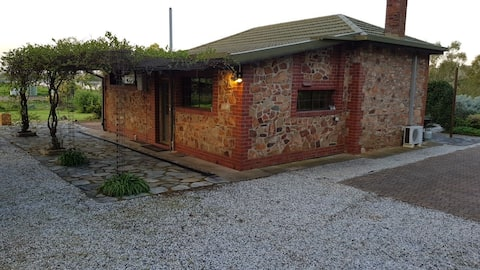 Barossa Glen - Henri's Cottage - Bed and Breakfast