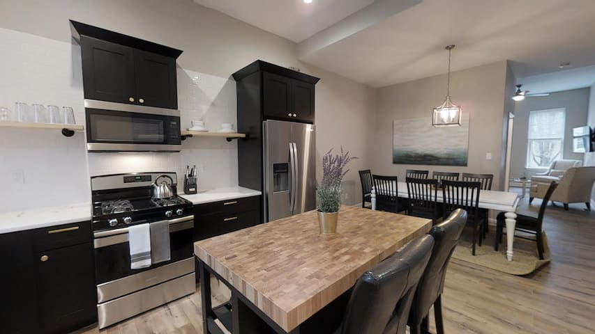 Beautifully Designed Townhome near Anheuser Busch | LEFT SIDE | JZ Vacation Rentals