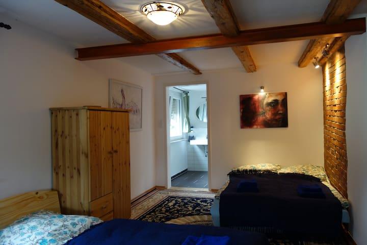 Gästehaus Vive-Là      ab 30 Euro pro Person/Nacht - Kusterdingen - Casa de hóspedes