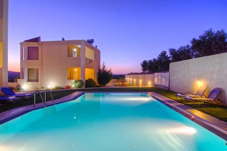 2 connecting villas up to 15 people / large pool - Rethimnon - Condomínio