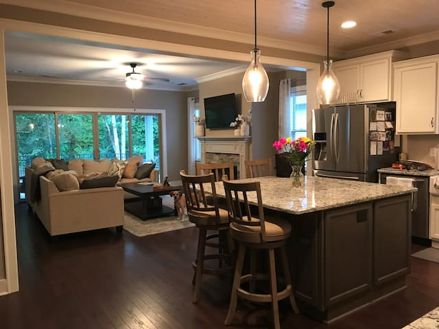 Two Large Bedrooms & Private Bathroom in Franklin