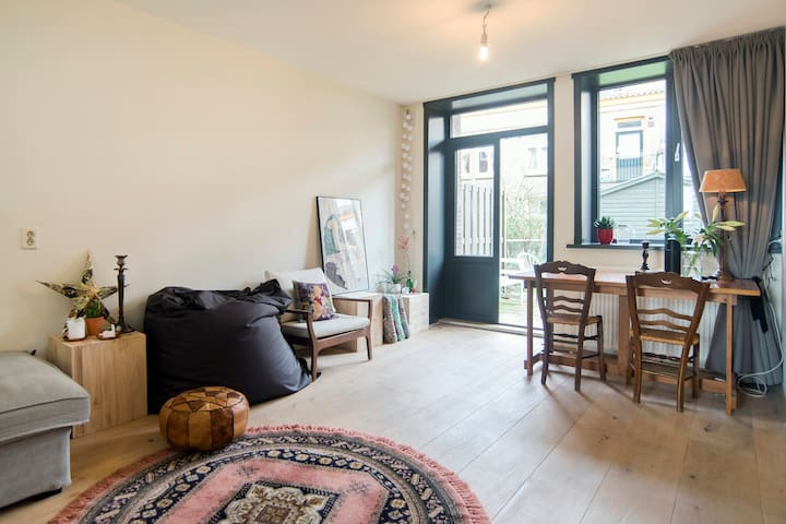 Light and spacious central Amsterdam with garden!