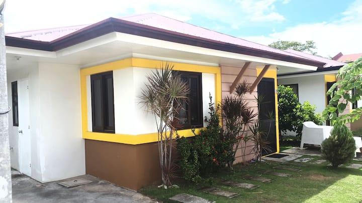 2 Bedroom Cozy House +Wifi+Parking+Pool
