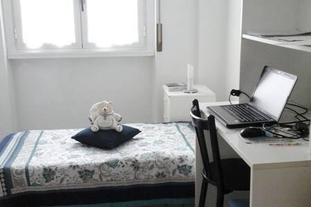 Stanza per 1 persona in appartamento luminoso