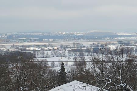 Ferienwohnung und Pension 5min zum Stgt Flughafen - Leinfelden-Echterdingen - 아파트