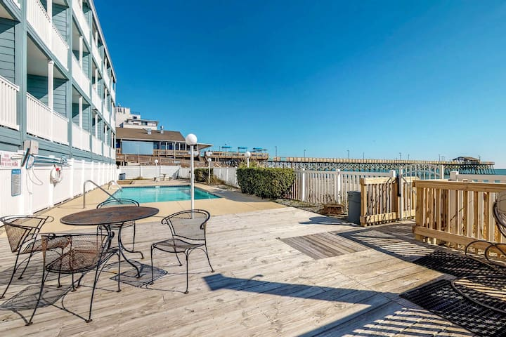Oceanfront condo w/ beautiful views & shared pool - right next to pier!