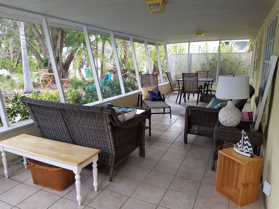 Beautiful screened, private Lanai  looking out to tropical landscape for relaxing, enjoying company or dining.