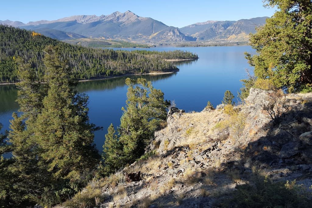 View of Lake Dillon from hiking path
