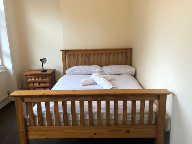 Double bedroom Kings Cross/Bloomsbury (B)
