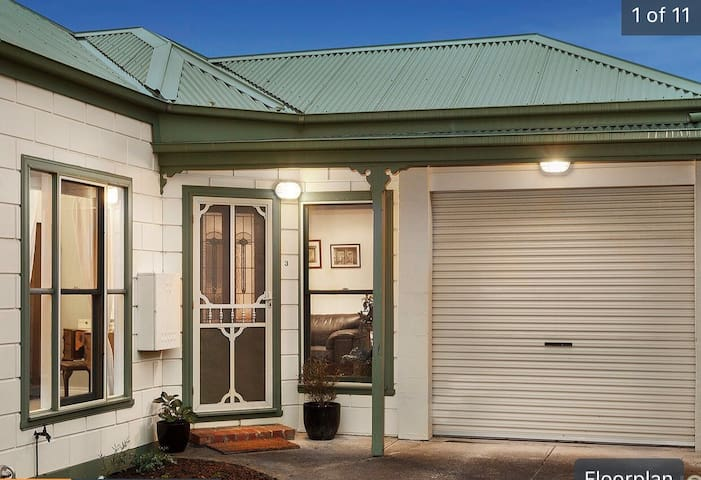 Art deco home near Melbourne CBD