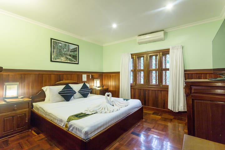 Fantastic for couple/Midcity (Room Only)