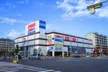 Big supermarket, 100yen store in 5 min walk.