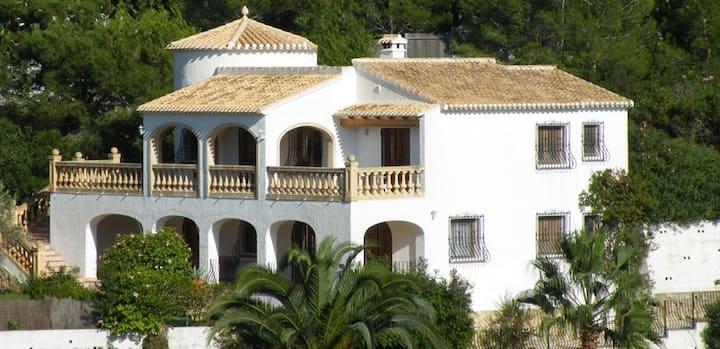 Villa con vistas al Montgó y en plena naturaleza
