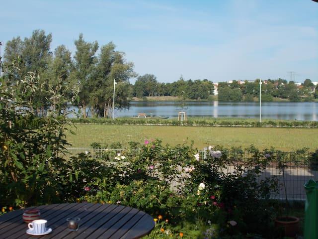 Direkt am See, ruhig und zentral - Schwerin - Huis