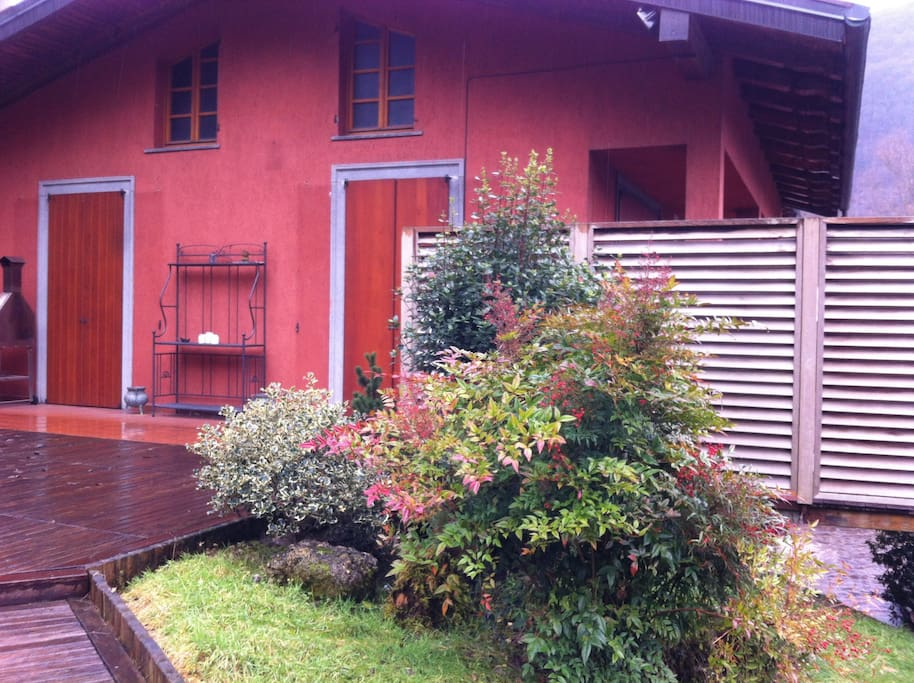 Casa al lago con giardino villas for rent in endine for Comprare casa al lago