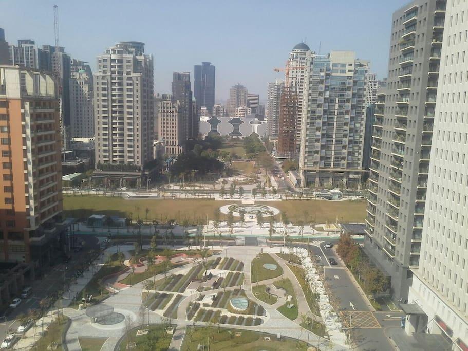 每扇窗都有良好高樓景觀,面對歌劇院和市政公園/each window has good highrize view facing the opera house and civic park