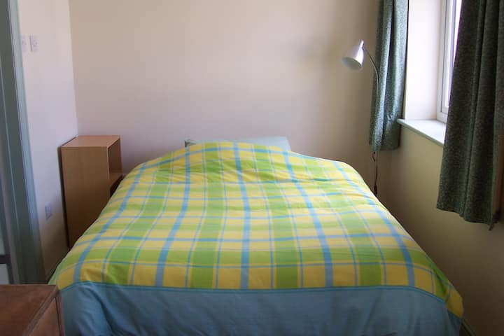 Calm, spacious ensuite near Southmead Hosp. 1 or 2