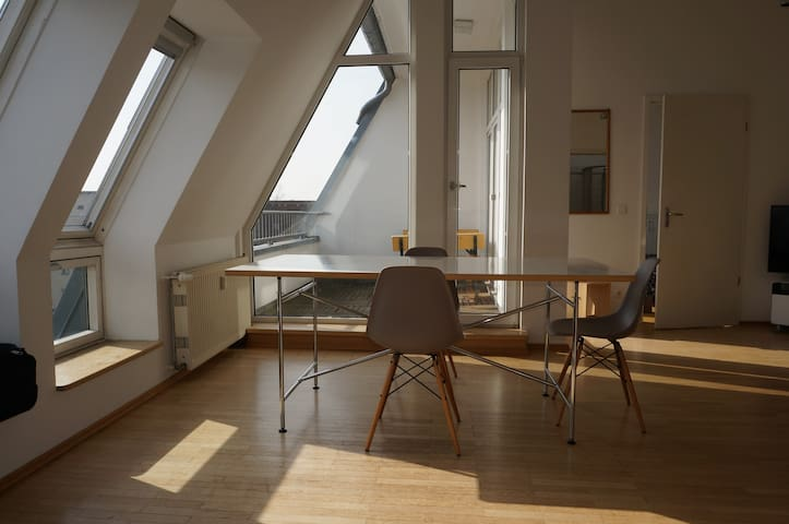 Bright city loft, Kreuzberg East with roof-balcony - Berlin - Loft