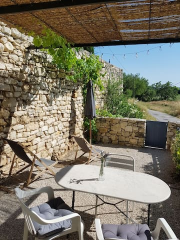 T2 terrasse jardinet dans bastide AIX PUYRICARD