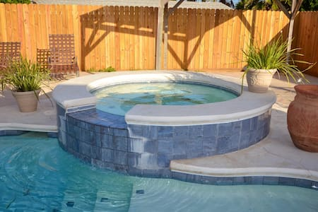 Old Town Oasis with Private Pool and Hot Tub - Port Aransas - Ház