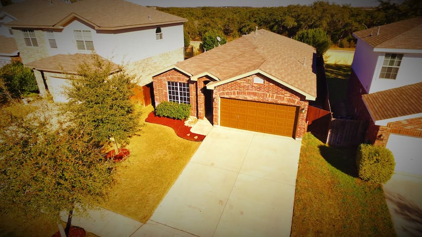 RIVERS Home between Sea World & Six Flags - Helotes - Huis