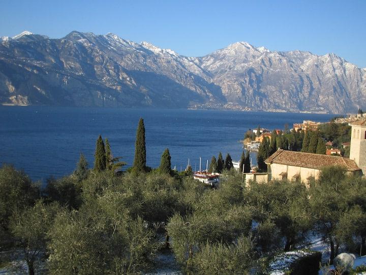 Attico con vista panoramica al lago
