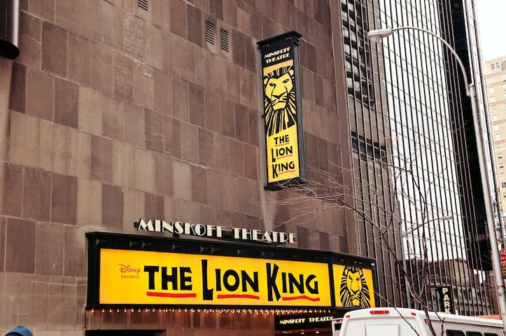 NYC Hotel in Theater District Near Broadway Shows