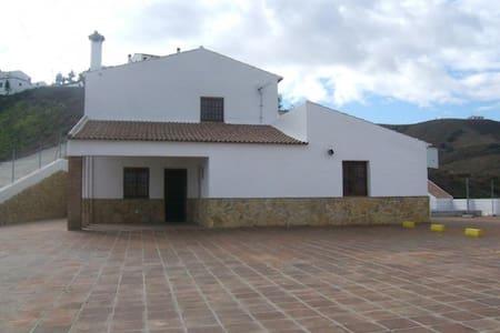 Casa Levante - El Borge - บ้าน