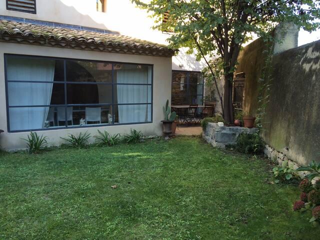 maison de village 240m2 au calme - Blauzac - Hus