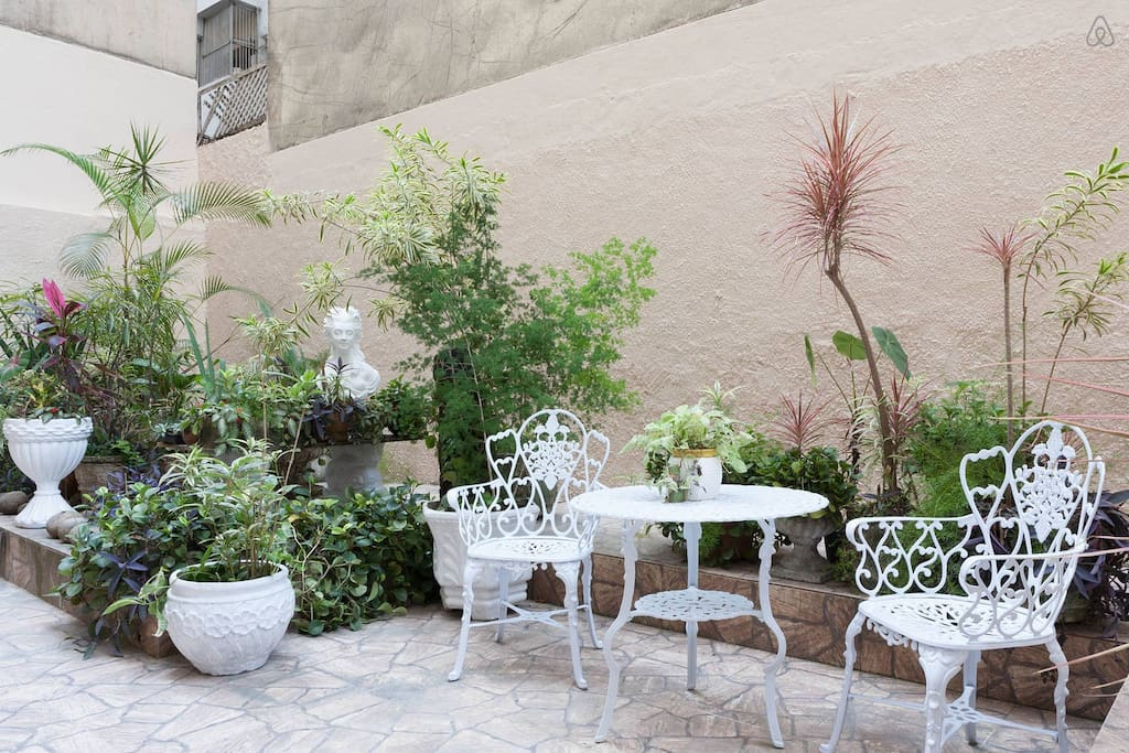 Private garden/patio.