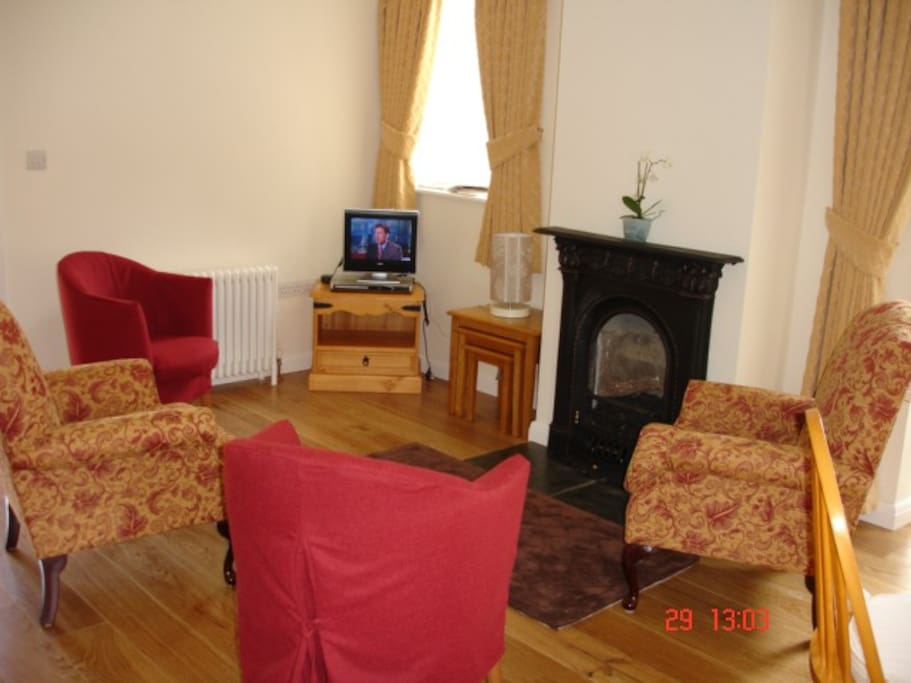 The cosy sitting room has a log-effect gas fire  and central heating.  Enjoyos our selection of books and Dvds or watch TV (lots of channels!) in comfort at any time of the year.