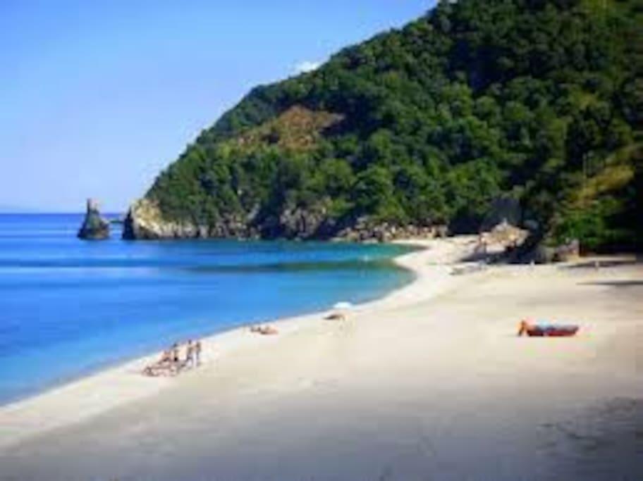 Agioi saranta beach