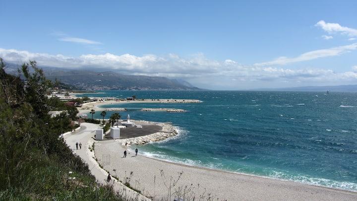 Split : Apt + balcony, beach 750 m-free flat Wi-Fi