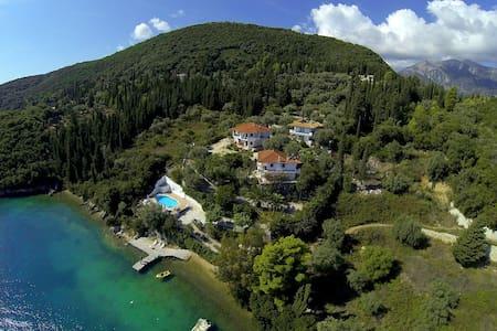 Exquisite seafront villa Mandarin - Γενί