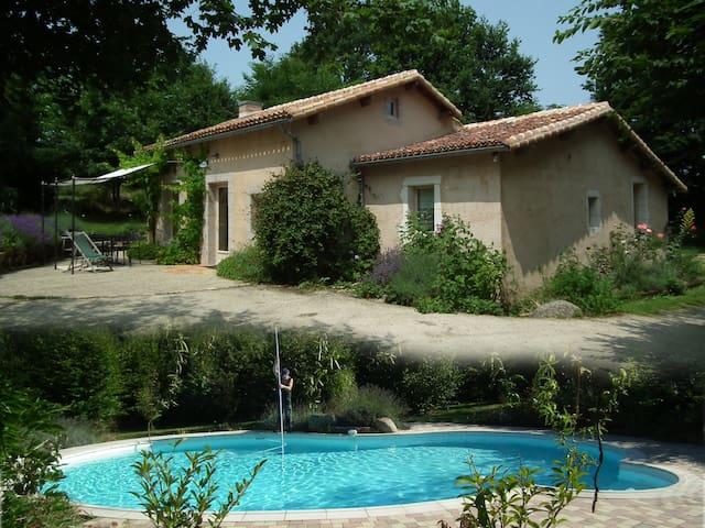 Gîte avec piscine - Beaulieu-sous-Parthenay