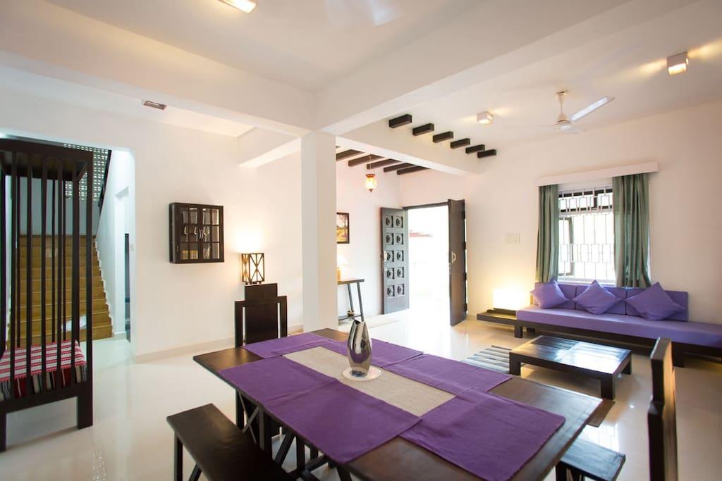 Casa Rosa, Galgibag beach - Living Room / Dinning Room
