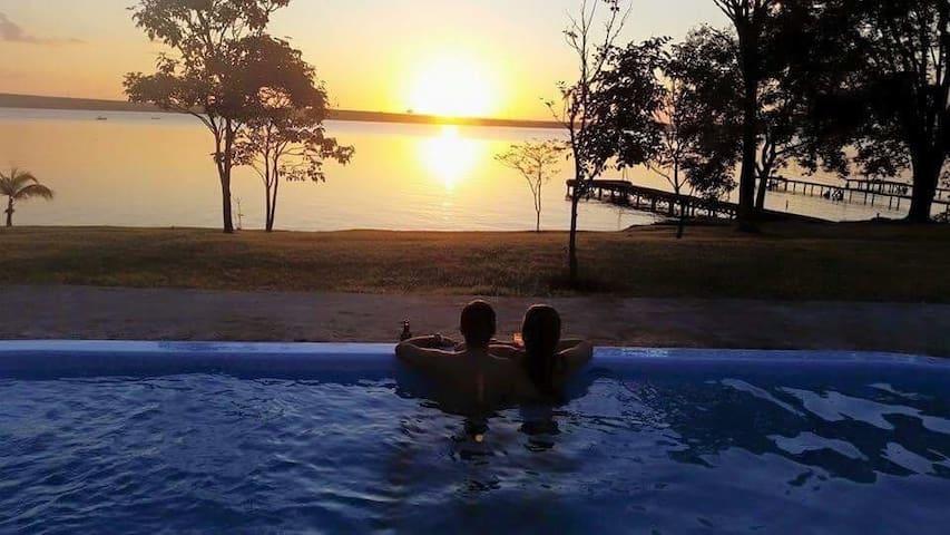 Lindo Rancho com Vista para o Lago!!