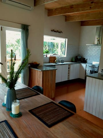 Gorgeous 3-bedroom home near Palm Beach, Waiheke