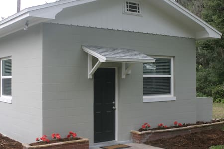 Central Florida cozy guest house - DeLand