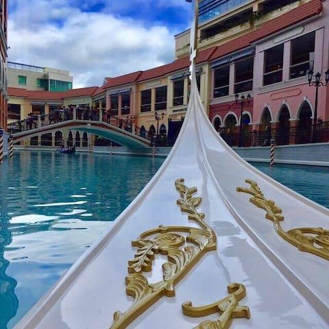 Your perfect haven & getaway awaits w/FIBER WIFI!
