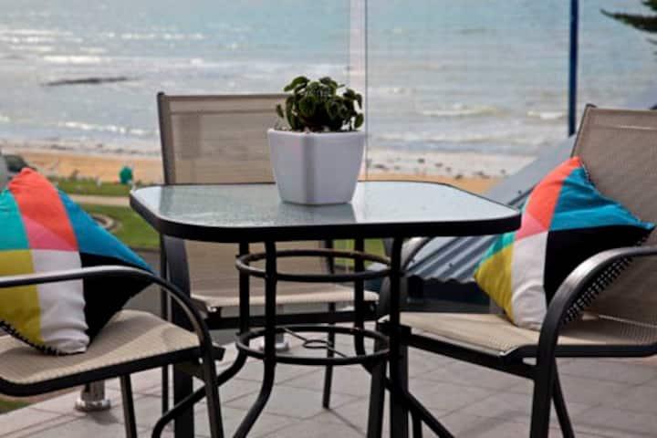 Penguin Beachfront Apartments - 2brm Fam. Seaview