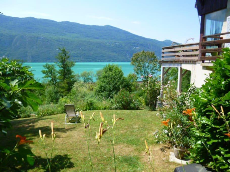 Logement avec jardin au bord lac du bourget houses for for Au jardin guest house welkom