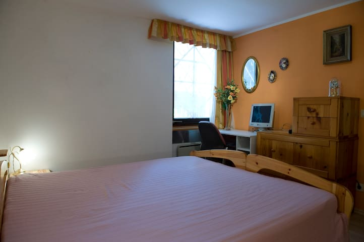 Sicht im Schlafzimmer vom Bett aus / Bedroom