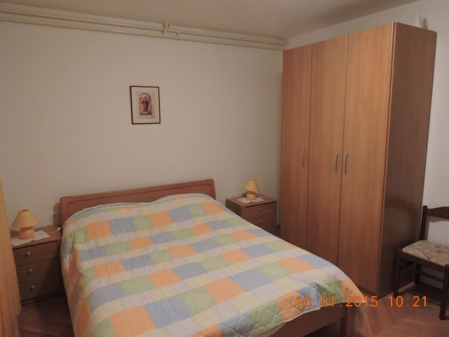 Bedroom with martial and single bed