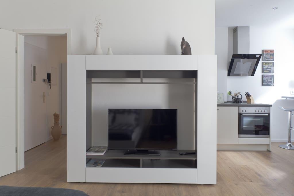 TV, Küche und Diele