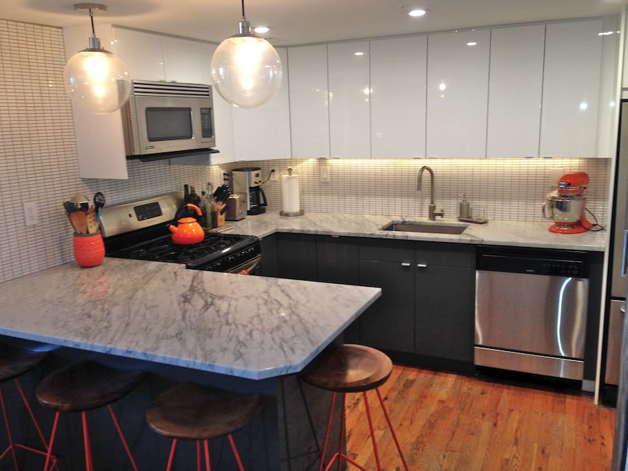 Brand new, fully-equipped kitchen with Carrara marble countertops.