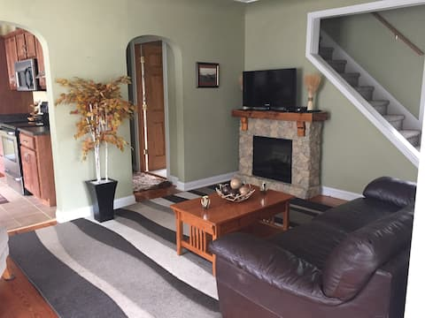 Updated, pet friendly cottage