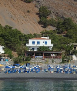 Gigilos sea view rooms,Agia Roumeli - Αγία Ρούμελη