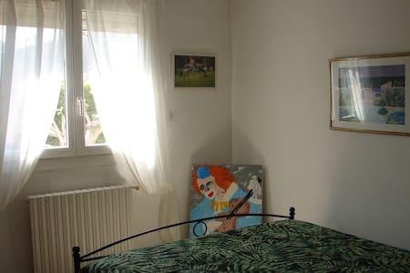 Chambre dans villa ensoleillée - Saint-Victoret - Villa